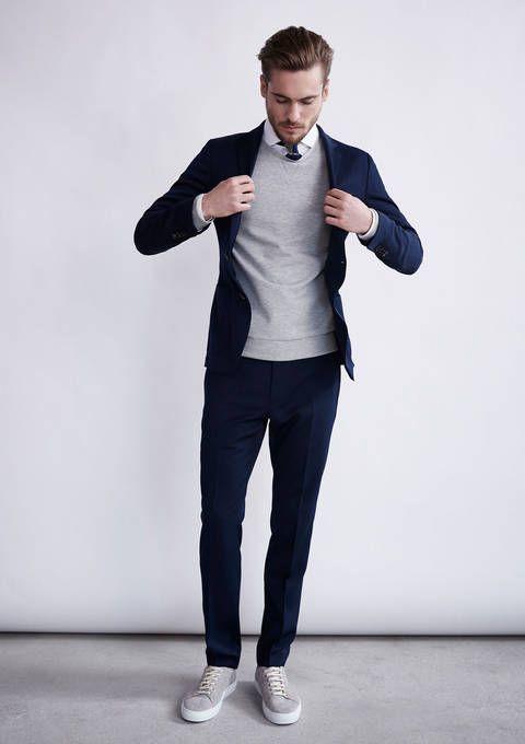 Anzug mit Pullover