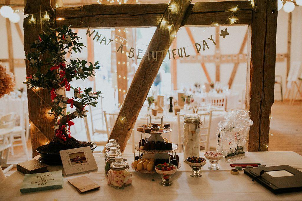 #sweettable #candybar #hochzeitsdekoration #weddingdecor #wedding #hochzeit #hochzeitslocation #weddinglocation